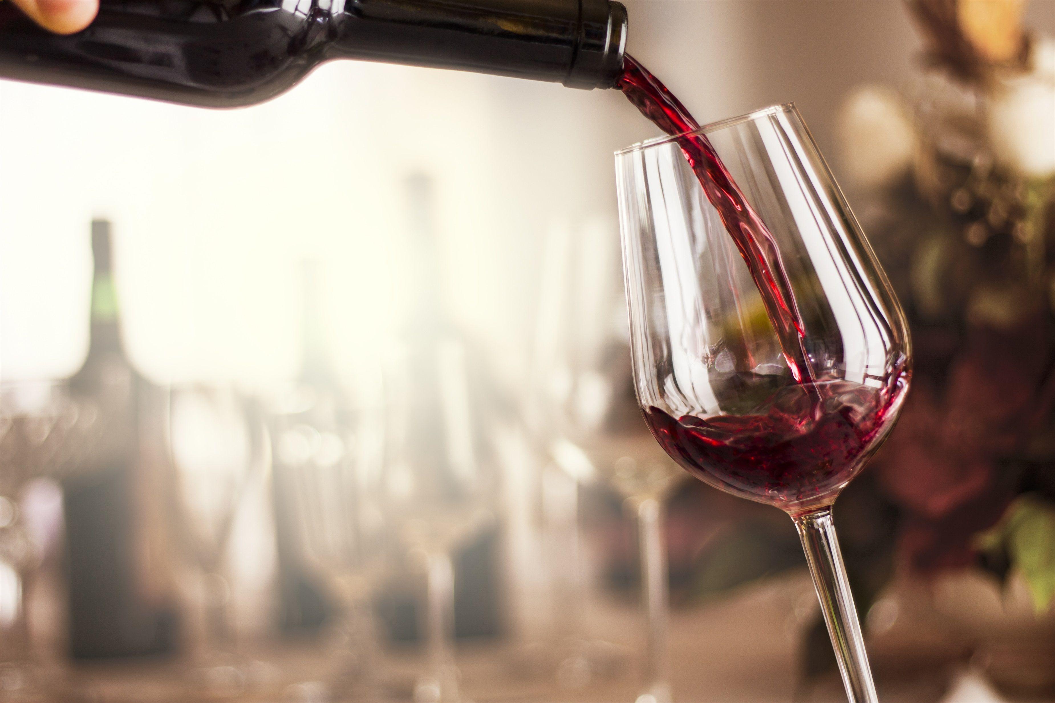 aproveitar um vinho em casa